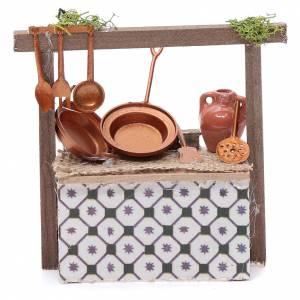 Aliments en miniature: Banc avec poêles effet cuivre pour crèche 10,70x10x4,5 cm