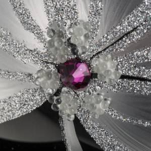 Boule de Noel noire fleurs blancs 15 cm s3