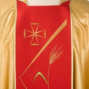 Casulla sacerdotal dorada con estolón rojo y decoraciones s3