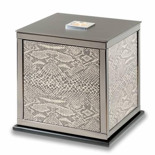 Cremation urn, James B. model s1