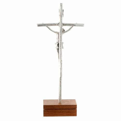 Crocifisso da tavolo metallo base legno 23,5 cm s4