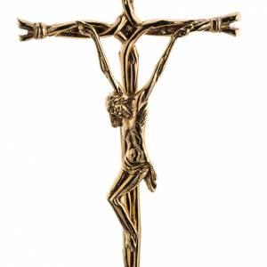 Croix d'autel avec chandeliers: Croix d'autel stylisée laiton