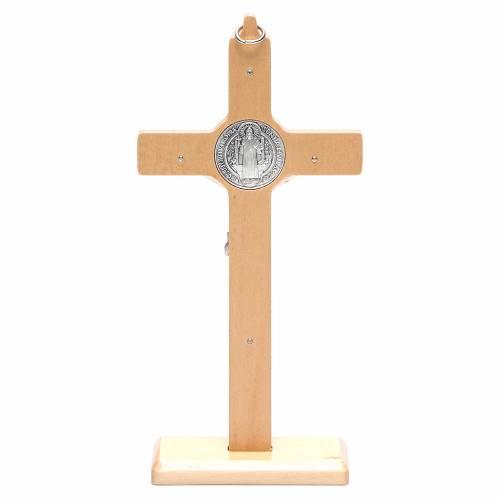 Crucifijo San Benito madera natural para mesa o para colgar s4