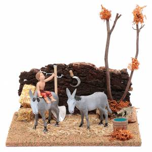 Maisons, milieux, ateliers, puits: Enfant à dos d'âne 17x19x15,5 cm