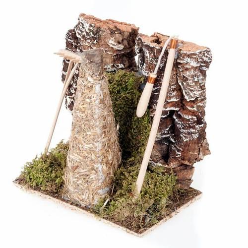 Ambiente presepe fienile con rastrello e attrezzi s3