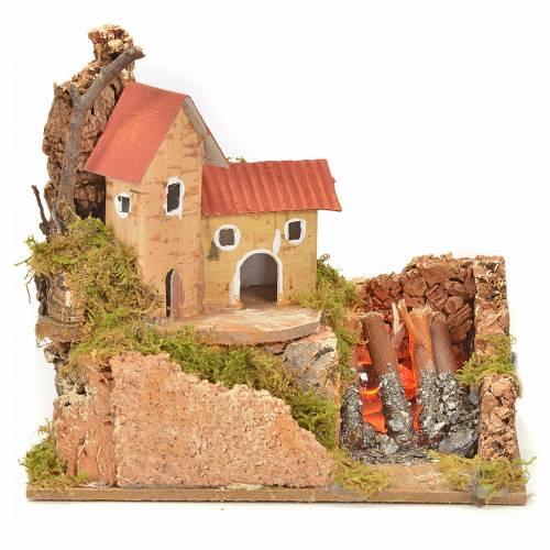 Maison et feu de bois effet flammes crèche 15x10x12 cm s1