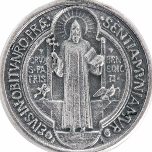 Medalla San Benito metal plateado de 3cm s2