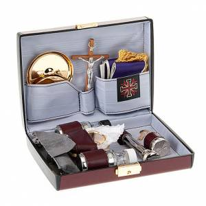 Bursy i zestawy podróżne dla księdza: Podróżny zestaw liturgiczny, mała walizka