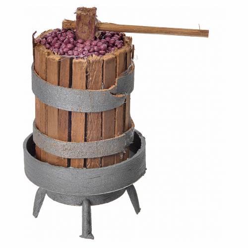 Pressoir en bois avec raisins pour crèche h 9,5cm s1