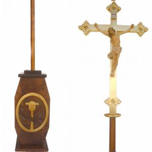 Processional crosses and stands: Processional cross in wood H220cm with Franciscan symbol on base