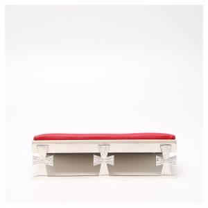 Pupitre de table argenté avec coussin rouge s1