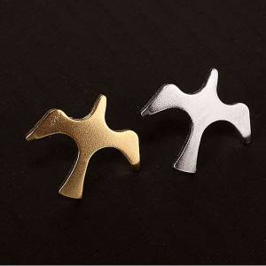Pendants, crosses and pins: Button dove brooch in silver