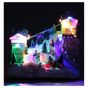Villaggio natalizio con funivia 30x30x15 cm s4