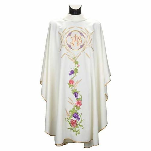 White chasuble with IHS, grapes and ears of wheat s1