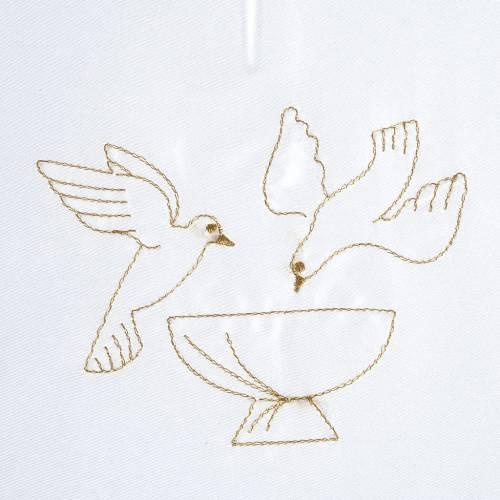Brassière baptême colombes sur fonts baptismaux satin s2