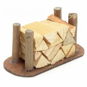 Muschio, licheni, piante, pavimentazioni: Catasta di legna tagliata presepe fai da te