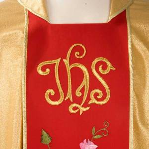 Chasuble dorée bande rouge IHS roses s3