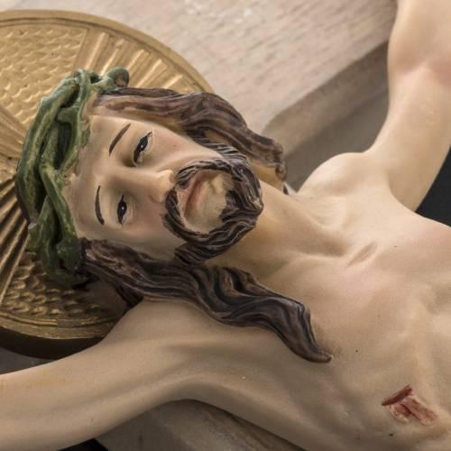 Crucifix bois 40 cm corps résine s4