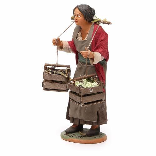 Femme avec caisses raisin 30 cm crèche Naples s2