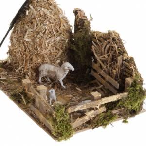 Krippentiere: Garbe mit Schafstall: Szene für die Krippe
