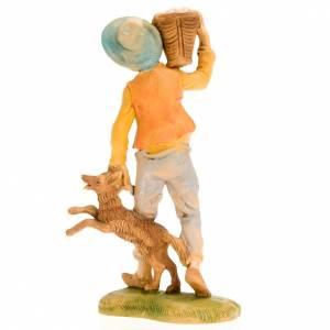 Garçon avec panier sur l'épaule et chien, 18 cm s2