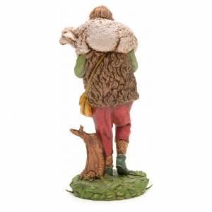 Krippenfiguren: Hirte mit Schaefchen auf Schultern 10 Zentimeter