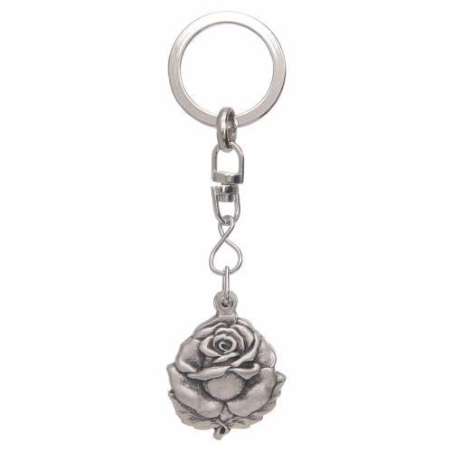 Portachiavi argentato rosellina con medaglietta San Benedetto s3