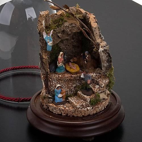 Pesebre en campana de vidrio con ambiente 20 cm de altura s3