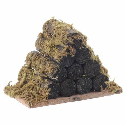 Pila de leña con musgo pesebre s3