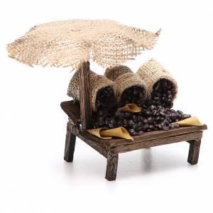 Puesto de mercado para belén con sombrilla y castañas 12x10x12 cm s3