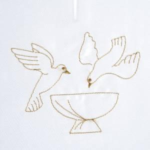 Taufkleidungen und Taufkerzen: Taufkleid aus Satin, zwei Tauben
