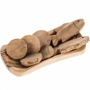 Statuen aus Naturholz: Teller mit Fischen und Broten Olivenholz
