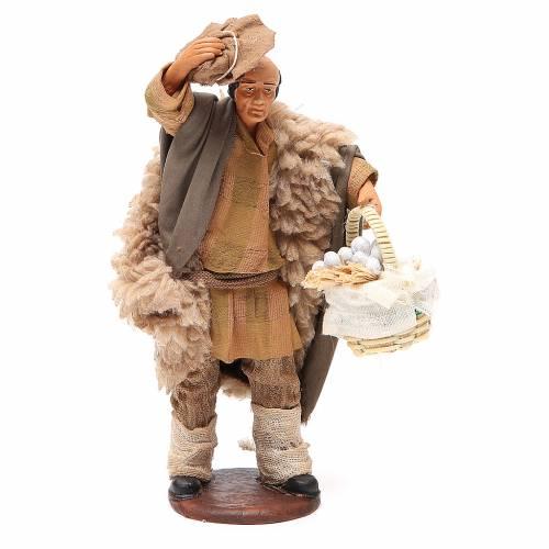 Uomo con cappello e cesto aglio 14 cm presepe Napoli s1