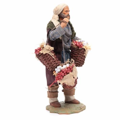 Uomo con cesta di pomodoro e aglio 24 cm presepe Napoli 4