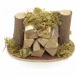 Muschio, licheni, piante, pavimentazioni: Catasta di legna e muschio per presepe
