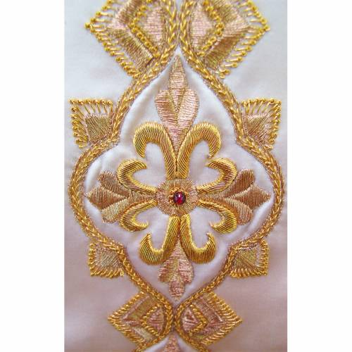 Chasuble in pure silk with hand-embroidered motif 3