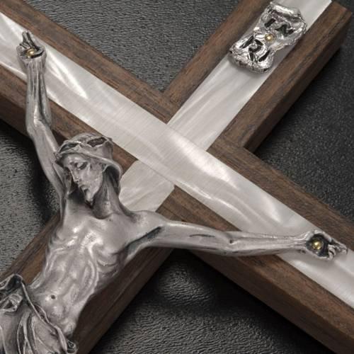 Crucifix bois et métal décor simili nacre s4