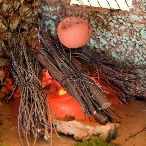 Feu pour crèche  avec toit et casserole en terre cuite s2