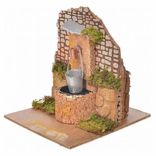 Fontaine avec pompe et sceau pour crèche 14x12x14cm s2