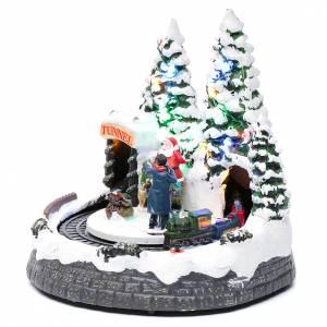 Pueblos navideños en miniatura: Paisaje navideño con tren en movimiento y fotografo 20x20x20 cm