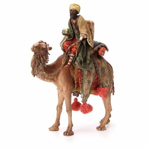 Rey Mago moreno con cofre sobre camello 18 cm Angela Tripi s1