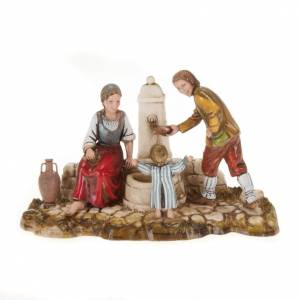 Setting for Moranduzzo nativities, family at the fountain 10cm s1