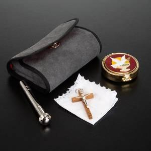 Messkoffer: Täschchen mit Reliquiar und Kreuzchen
