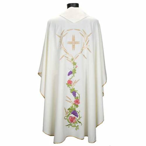 White chasuble with IHS, grapes and ears of wheat s2