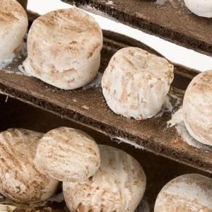 Carretto legno formaggi terracotta presepe s2