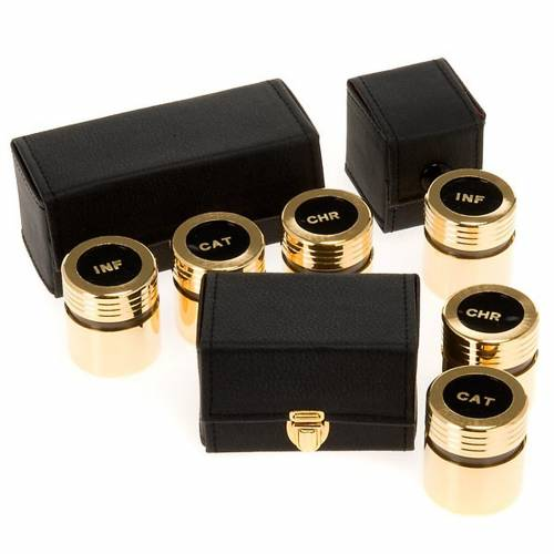 Chrismatory set: case with gold-plated vases s1
