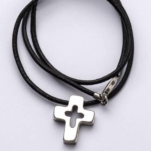 Colgante de cruz plata con tallado s2