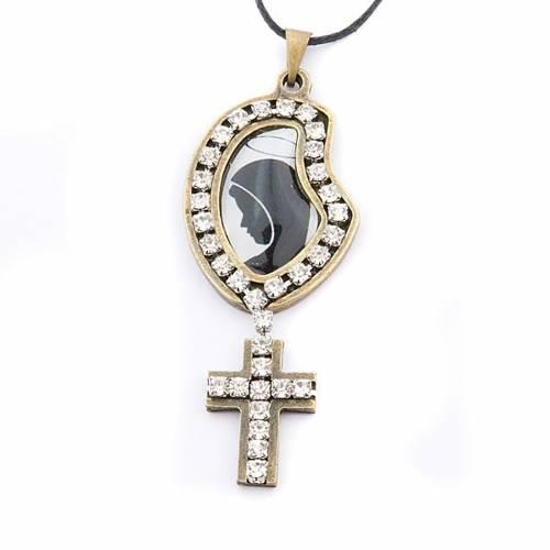 Croix pendentif, image Vierge, paillettes s1