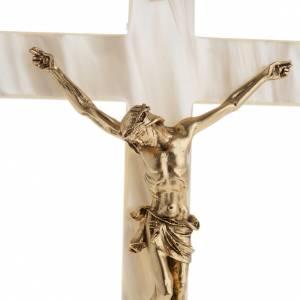 Crucifix en plexiglass et verre: Crucifix en simili nacre corps du Christ en métal doré