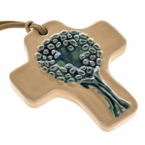 Cruz cerámica beis con árbol azul s1
